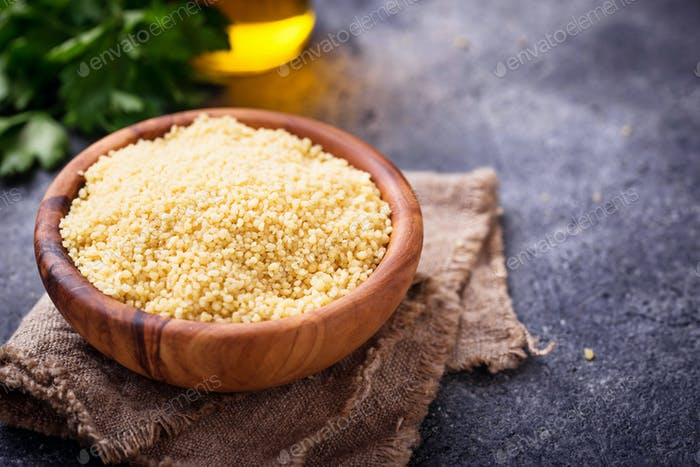 Couscous Maserung in Holzschale