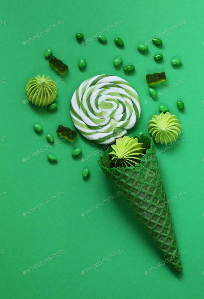 Waffelhorn mit Süßigkeiten