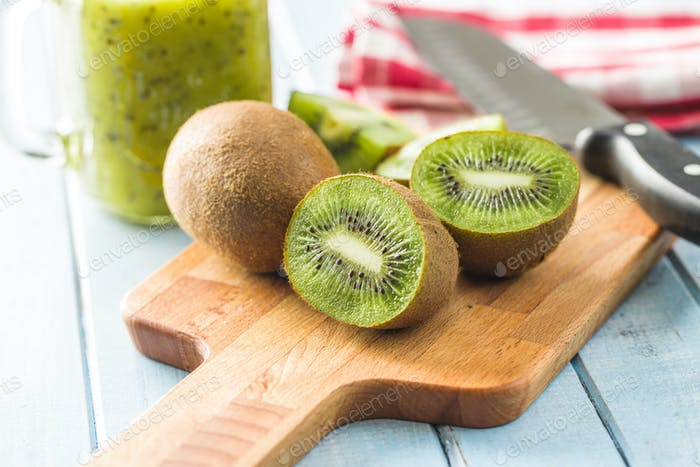 Sliced kiwi fruit.