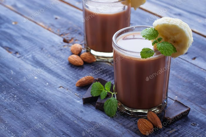 Chocolate smoothie with banana and mint