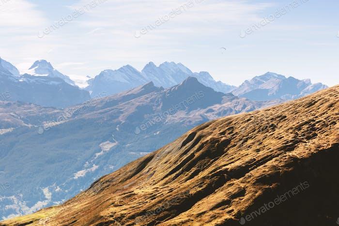 Malerische Herbstlandschaft im Dorf Grindelwald