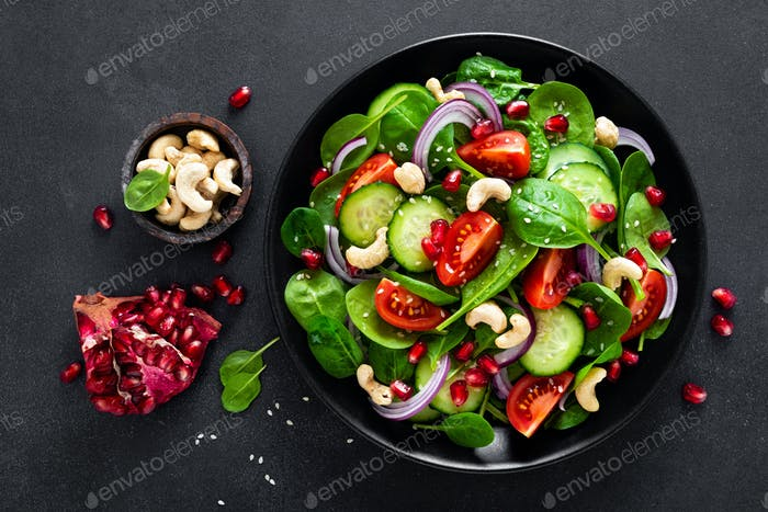Spinach salad with vegetables and nuts