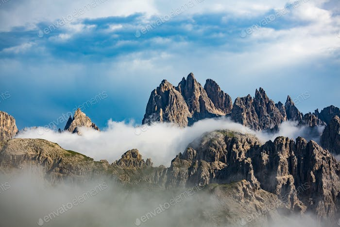Blick auf die wunderschöne Landschaft in den Alpen