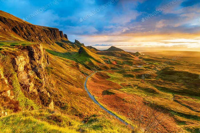 Schöner Sonnenaufgang über dem Quiraing auf der Isle of Skye