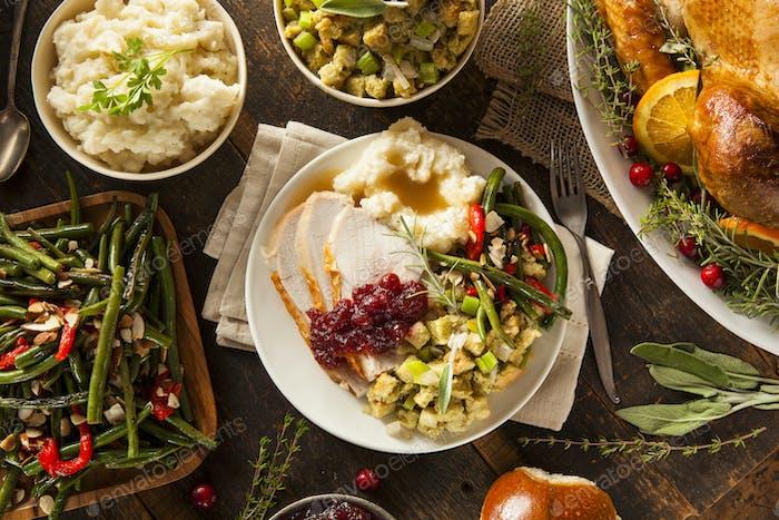 Hausgemachte Thanksgiving Türkei auf einem Teller