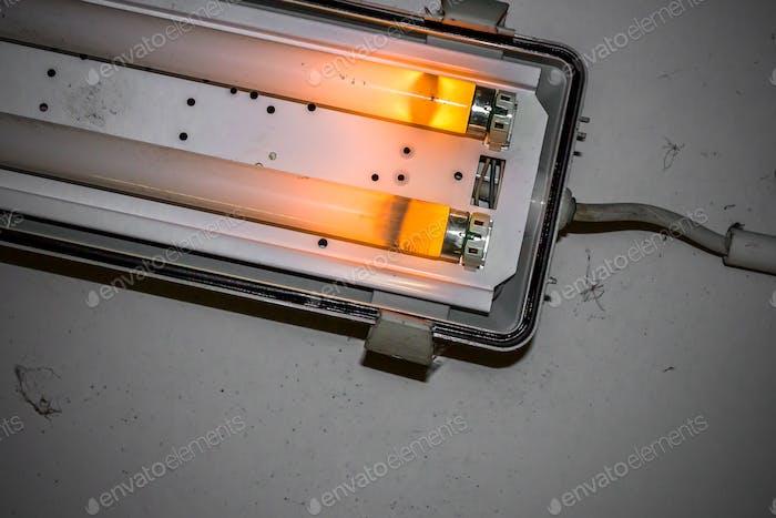 Zerbrochene Neonlampe