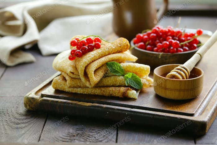 Thin Pancakes with Berries