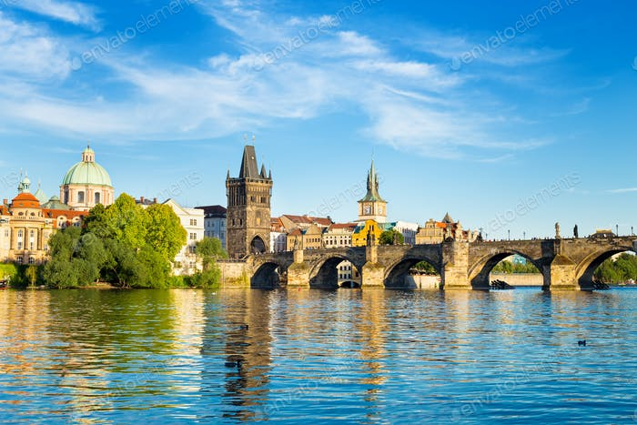 Karlsbrücke und Turm Prag