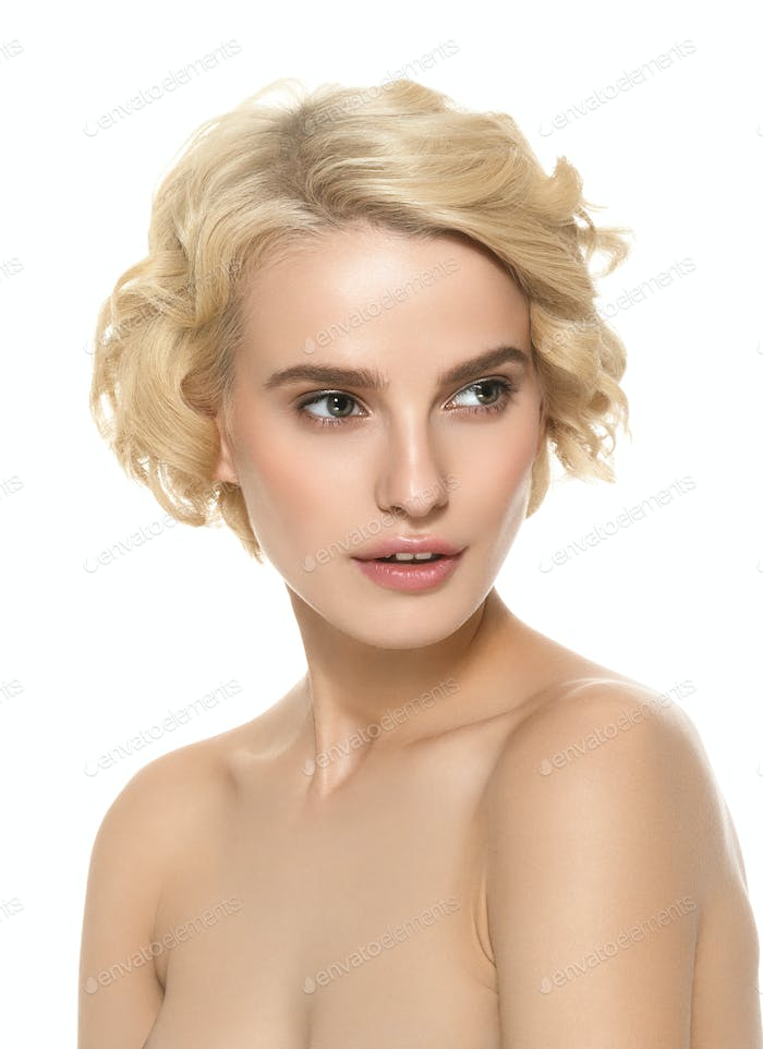 Short Curly Hair Woman Blond Hairstyle Natural make Up