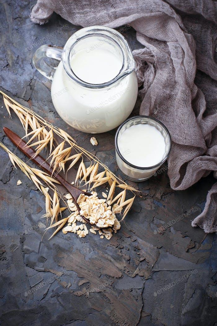 Non-dairy vegan oat milk