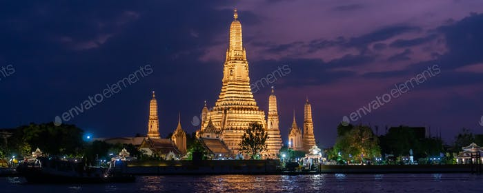 Beautiful night scape view of Wat Arun Ratchawararam temple in Bangkok, Thailand