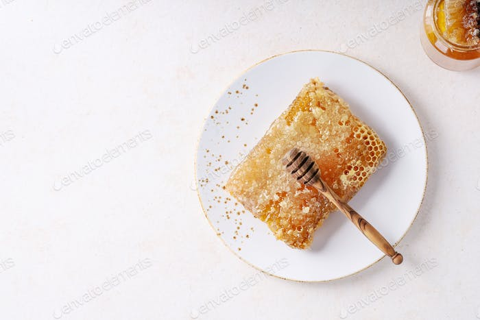 Honey with honeycomb