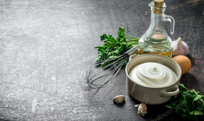 Mayonnaise with herbs, oil and garlic.