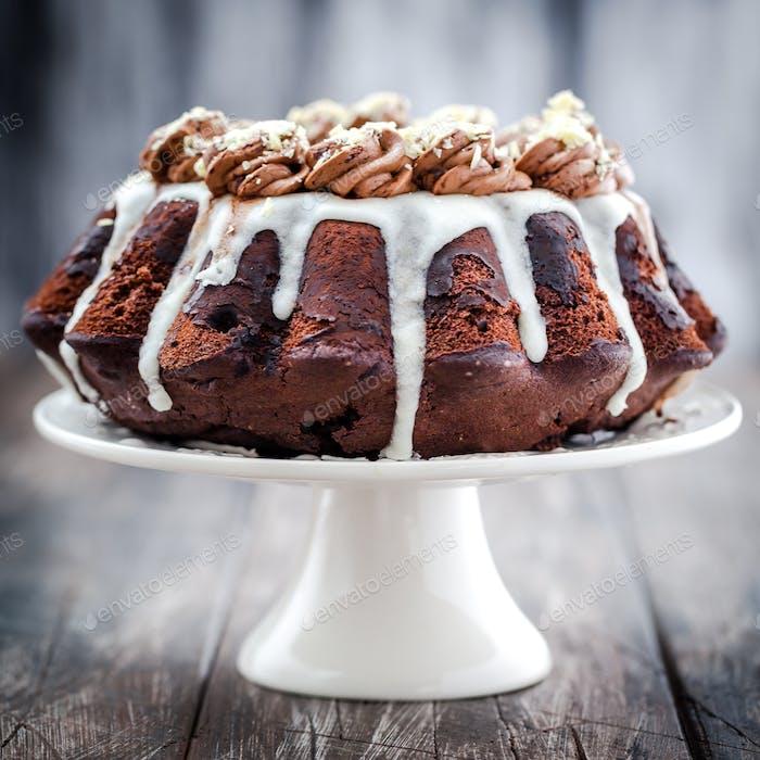 Fluffy bundt cake ideal for Easter or Christmas