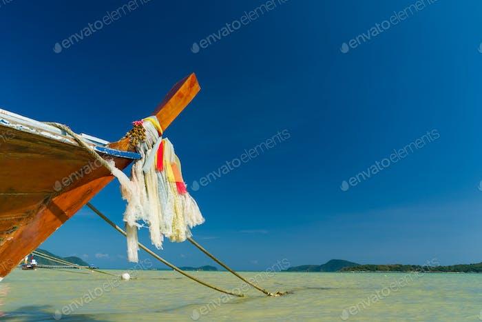 Traditionelles thailändisches Longtailboot in Thailand