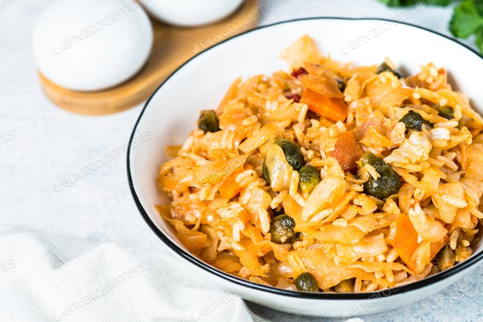 Cabbage stew with rice and vegetables