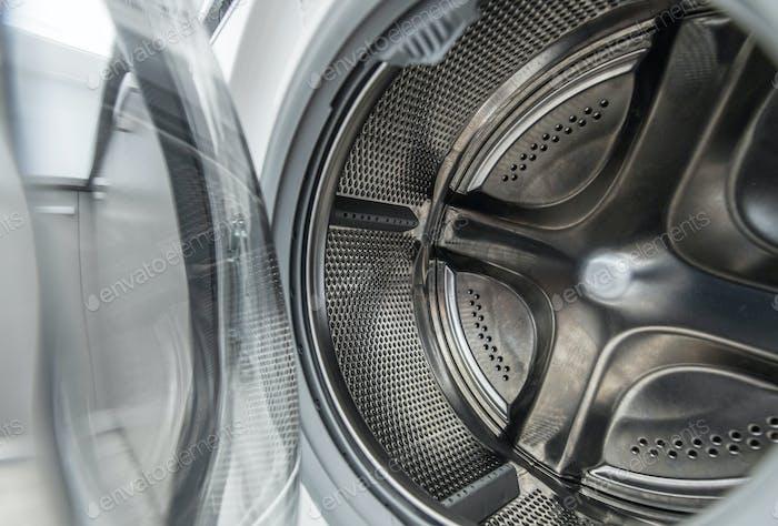 Interior de tambor de lavadora limpia