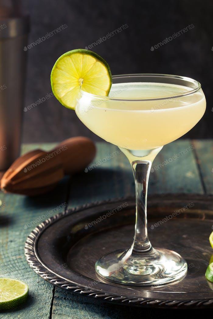 Klassischer Limetten-Daiquiri Cocktail
