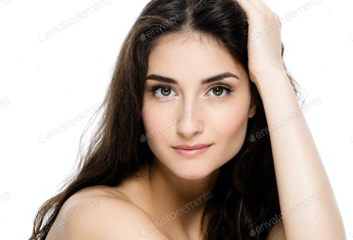 Красивая молодая взрослая женщина с чистой свежей кожи портрет.