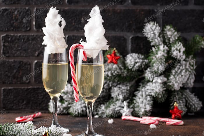Champagne or prosecco with cotton candy