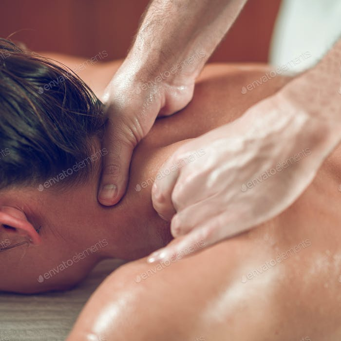 Relaxing Shoulders And Neck Massage