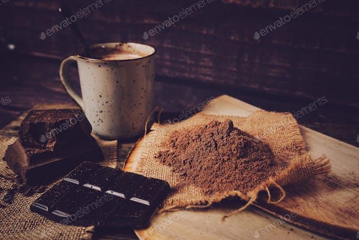 Delicioso estilo de vida de una taza de chocolate caliente y dulces
