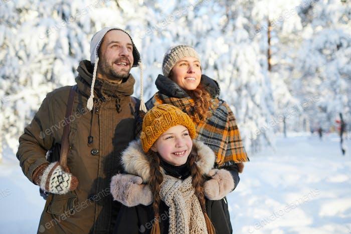 Dreamy Family in Winter