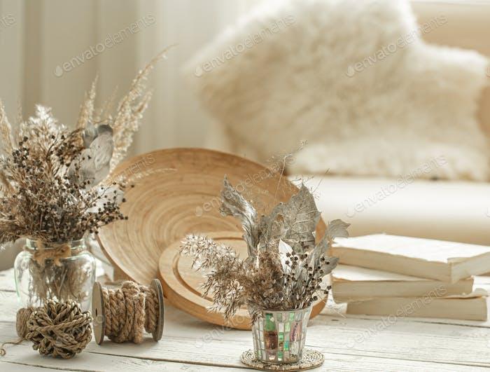 Decorative items in the interior with dried flowers.