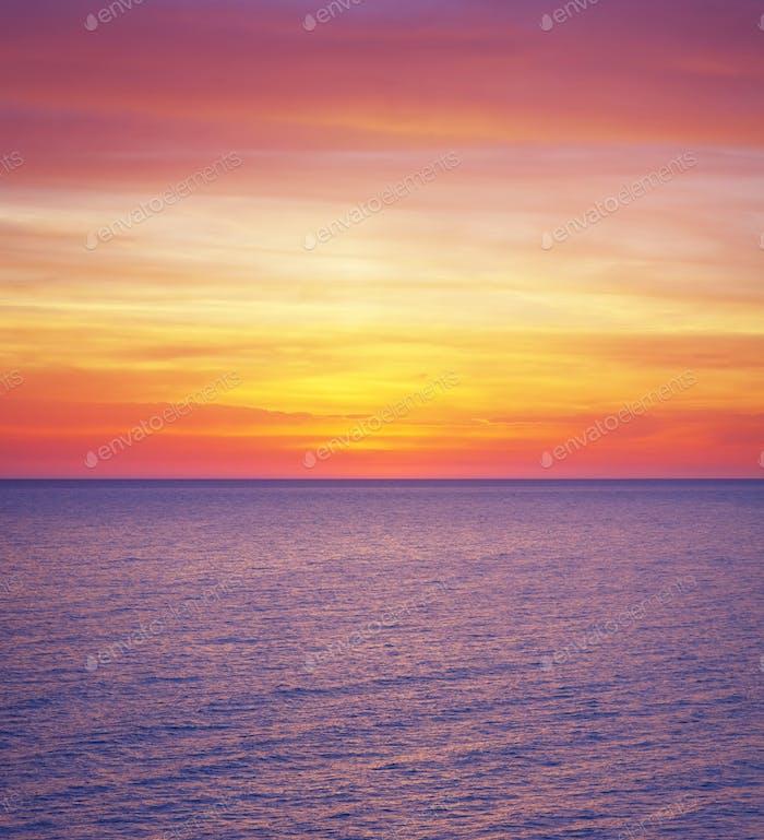 Colores de la puesta de sol del mar.