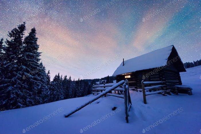 Nacht Landschaft glühend durch Milchstraße