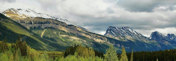 Mountains panorama at columbia icefield area, jasper national park, alberta, canada