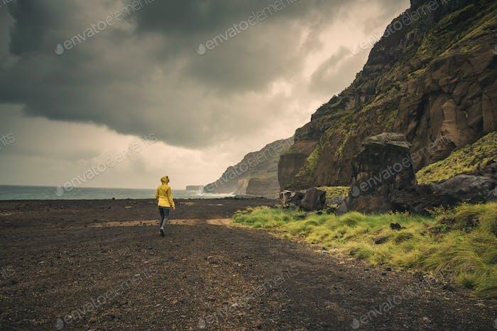 Caminando sobre una Playa salvaje