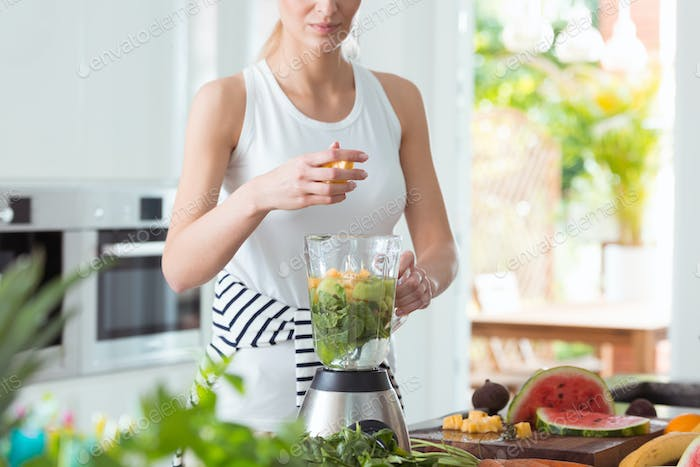 Lady preparing a smoothie