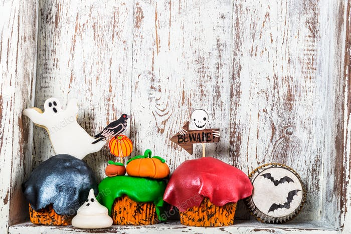 Scary Halloween Cupcakes and Cookies
