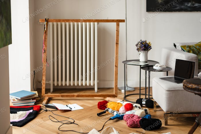 Photo of workplace rug master with frame and threads at home