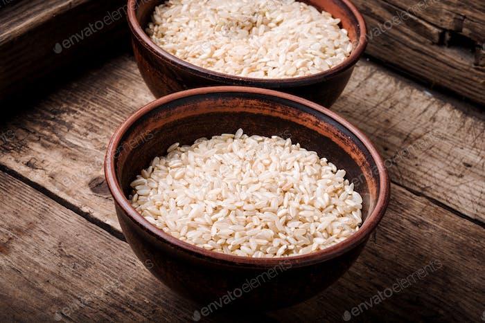 Ungekochter trockener Reis
