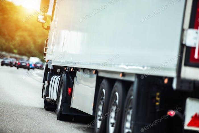 Semi Truck auf der Strecke