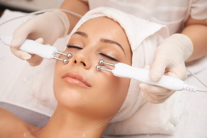 Facial skin relaxation