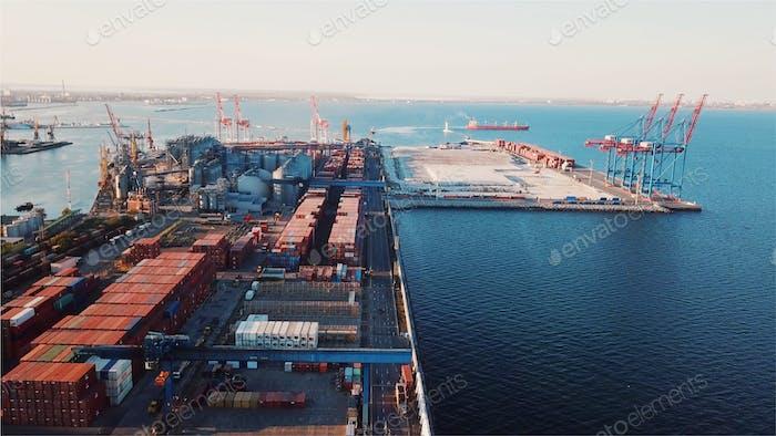 Seehafen aus der Vogelperspektive. Odessa, Ukraine