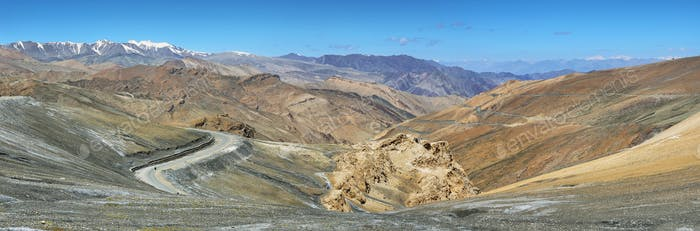 Thumbnail for View of hairpin turns and mountains in Taglang La pass, Ladakh, India
