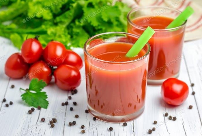 Erfrischendes Glas Tomatensaft