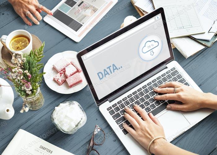 Daten Das Cloud-Storage-Informationskonzept
