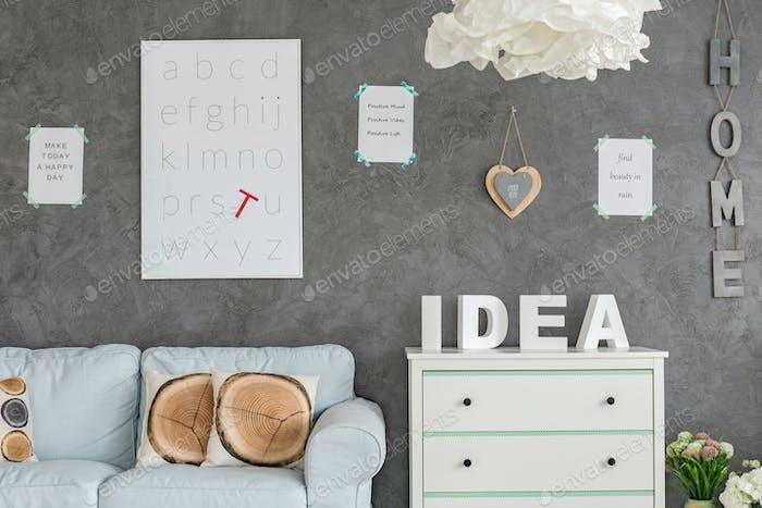Zimmer mit grauem Wandstuck
