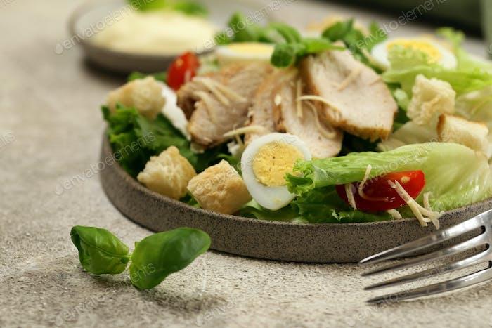 Caesar Salat mit Huhn