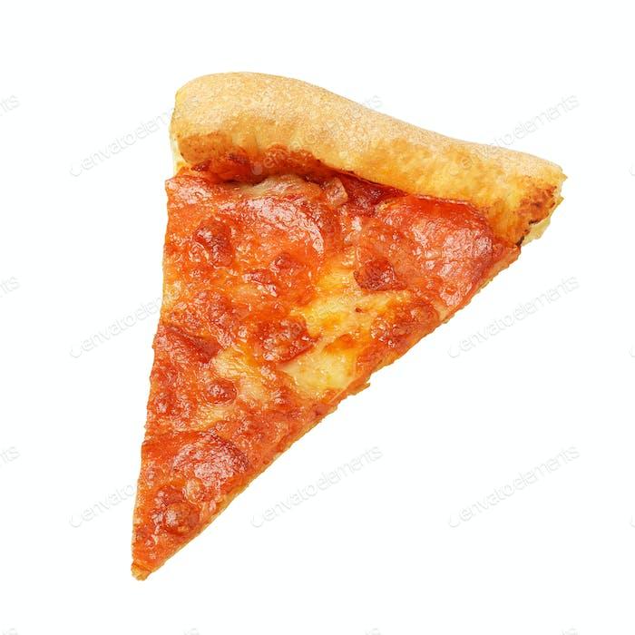 Stück oder Scheibe Pepperoni Pizza isoliert auf weiß