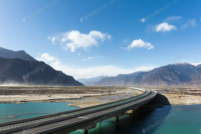 highway in tibet