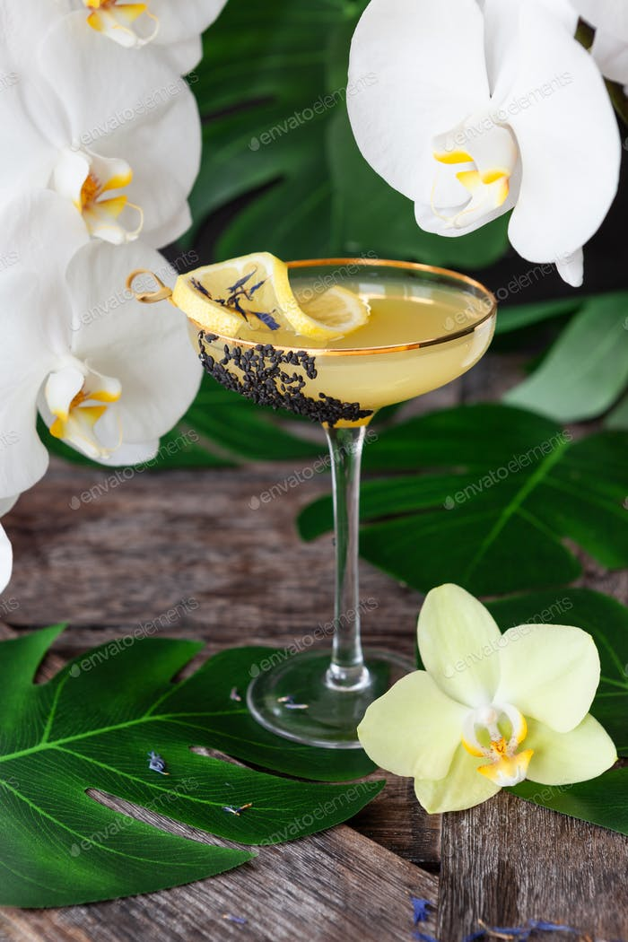 Elegant drinks with fresh orchids