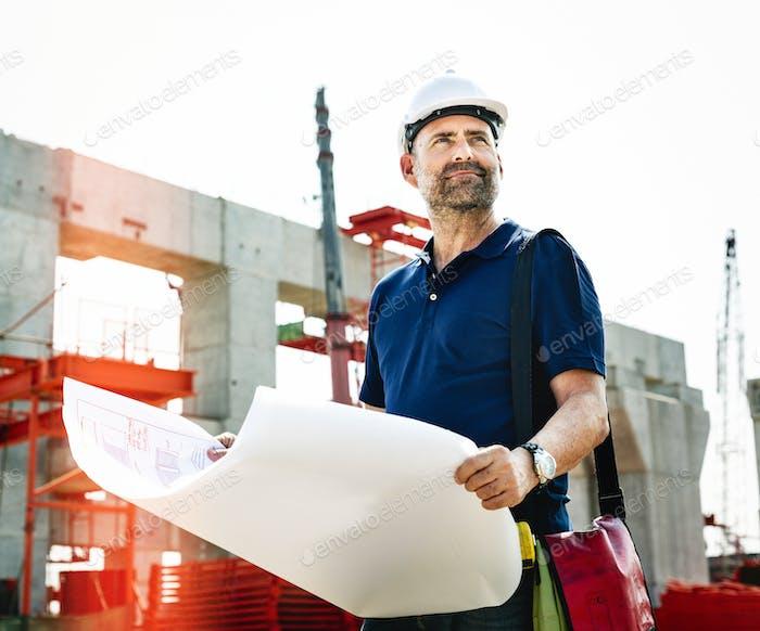 Ingeniero de obra en una obra