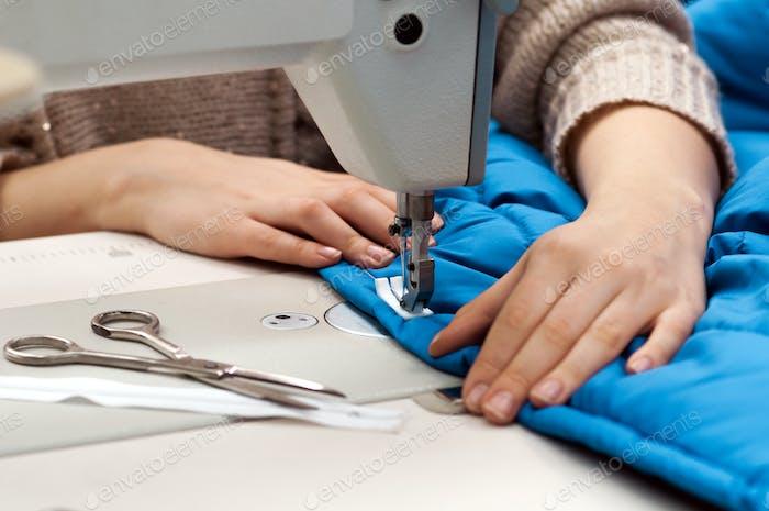 Arbeiten an der Nähmaschine