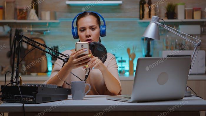 Neuer Medienstar mit Smartphone